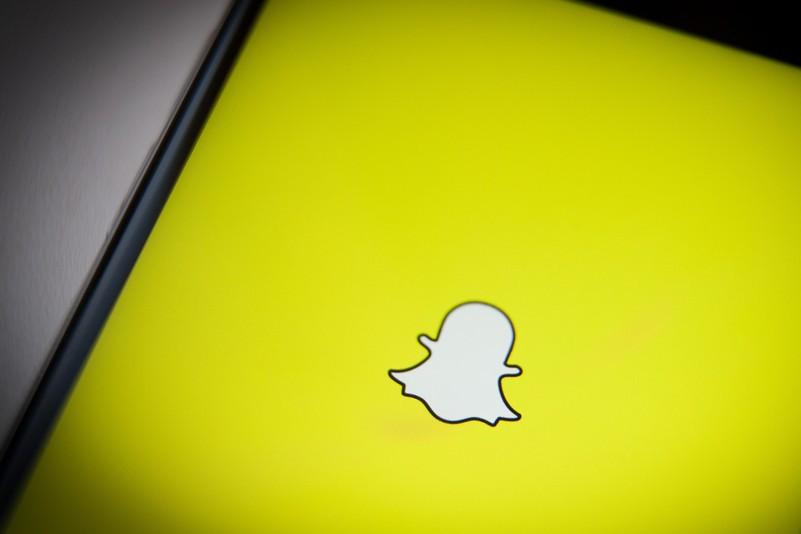 Angajaţii companiei Snapchat, speriaţi de competiţia cu Facebook şi Instagram. Cum i-a liniştit CEO-ul Evan Spiegel