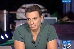 """""""Da, mă, bate-mă, hai!"""". Imaginile pe care Antena 3 NU le-a dat pe post. Ce a făcut Mircea Badea în faţa sediului televiziunii"""