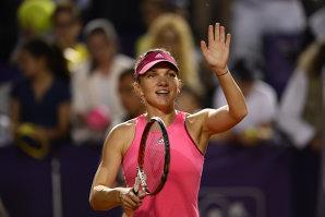 Simona Halep - Eugenie Bouchard 6-2, 6-3. Simona câştigă primul meci la Turneul Campioanelor 2014