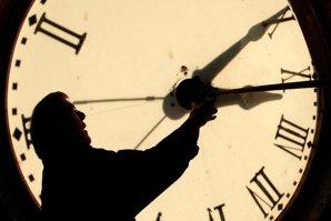 ORA DE IARNĂ 2014. România trece duminică la ORA DE IARNĂ. Ora 4 devine ora 3