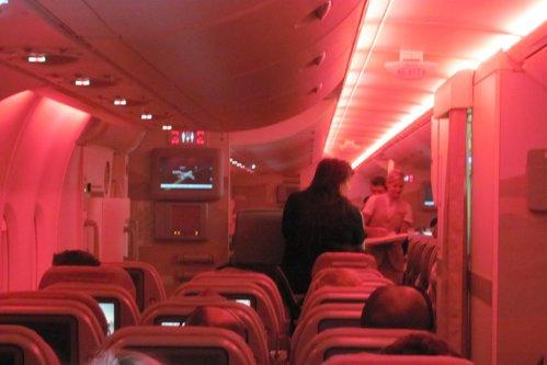 O stewardesă a auzit zgomote ciudate în toaleta avionului, aşa că a luat microfonul şi a făcut următorul anunţ