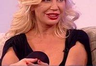 Ea este blonda cu cele mai mari SILICOANE din România! IMAGINILE care au speriat-o chiar şi pe ea