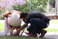 Aceste imagini sunt doar începutul! DETALIUL ŞOCANT pe care acest bărbat l-a descoperit când s-a aplecat să o ajute pe tânără. VIDEO