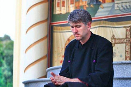 """Preotul Cristian Pomohaci, despre """"cât de bine e să fie un părinte aspru cu copilul lui"""": """"Îmi aduc aminte ce bătaie căpătam de la tata când umblam cu ciocanul lui şi nu-l puneam la loc"""""""