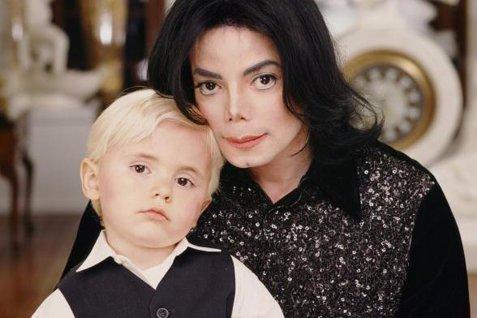 Cum arată acum fiul lui Michael Jackson? Are 20 de ani şi a făcut un gest impresionant pentru a-şi onora tatăl