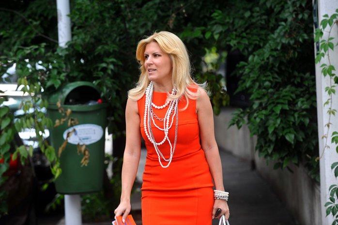 Cum a ajuns să coste campania Elenei Udrea mai puţin decât o poşetă de-a ei