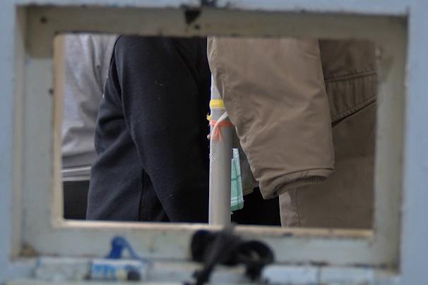 #DIZGRAŢIAŢII. Aceeaşi aglomeraţie şi ''afară'': un consilier la 300 de condamnaţi cu suspendare