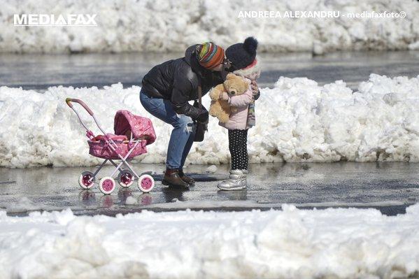 Mama si copilul ei Moldova