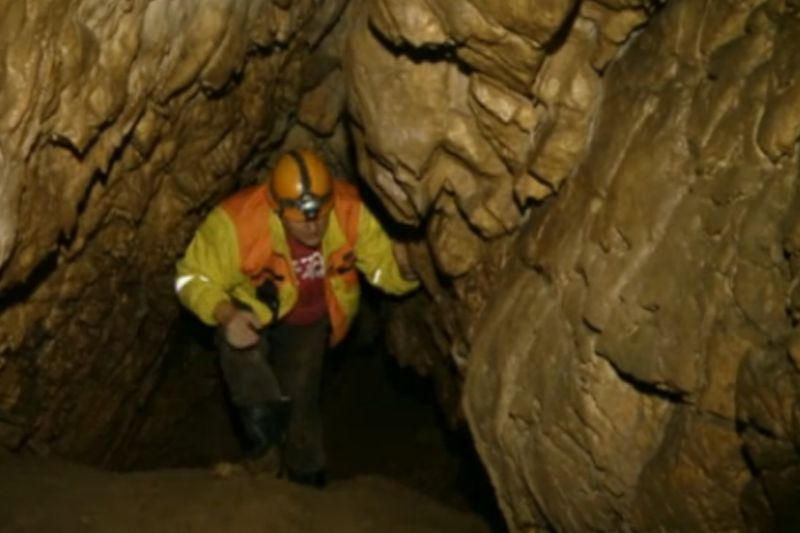 Fragmente din meteoritul care a dus la dispariţia dinozaurilor au fost găsite în România. VIDEO