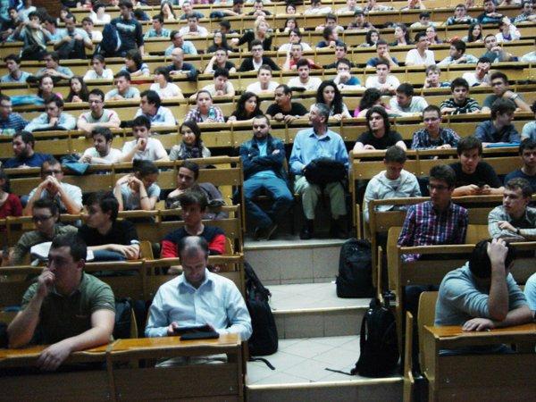 Sala de la Politehnică s-a umplut de studenți