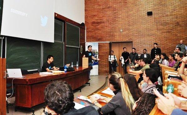 Mircea Pașoi și Cristian Strat în fața studenților