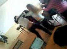 O elevă de clasa a XI-a şi mama ei, cercetate după ce au bătut o colegă a fetei într-o pauză