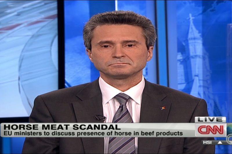 VIDEO Cum se descurcă ambasadorul României în Marea Britanie cu explicaţiile în engleză. Răspunsurile date CNN privind scandalul cărnii de cal