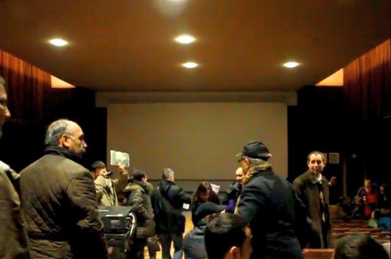 VIDEO.  Scandal la Muzeul Ţăranului Român. Proiecţia unui film premiat cu două Globuri de aur, întreruptă de un grup de homofobi  care a intonat cântece religioase