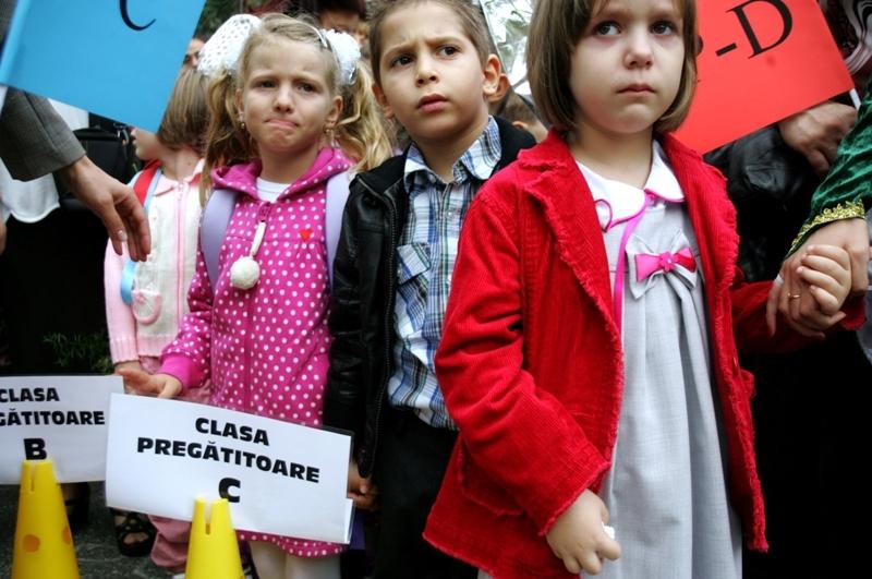 Totul despre CLASA PREGĂTITOARE şi CLASA I. Cum se fac înscrierile pentru anul şcolar 2013 - 2014 în Bucureşti şi în ţară. Ghid pentru părinţi