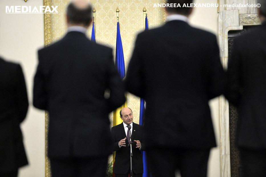 """Lista celor 11 condamnaţi penal care rămân cu cele mai înalte distincţii din România. """"Preşedintele nu poate fi obligat să retragă o decoraţie"""""""