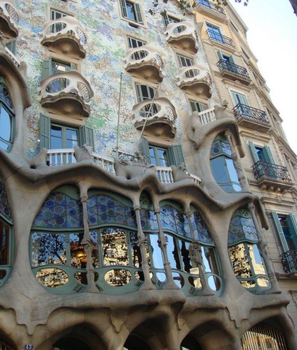 Antoni gaudi cele mai cunoscute opere ale arhitectului for Antoni gaudi opere