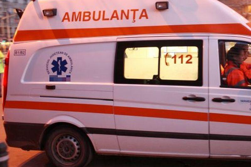 O cisternă încărcată cu ciment s-a răsturnat pe DN 72, şoferul fiind rănit