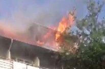 Reparaţiile la blocul din Piteşti unde a avut loc o explozie urmată de incendiu au început luni