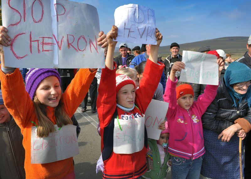 Răscoala ţăranilor din Vaslui contra americanilor de la Chevron: Cine transmite protestul LIVE la TV Pungeşti