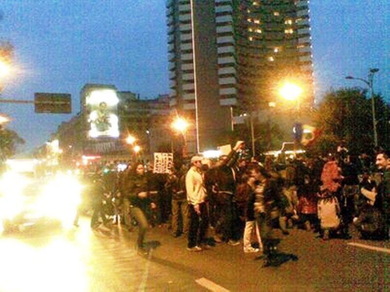 Aproape 2.000 de persoane au protestat în Bucureşti faţă de exploatarea gazelor de şist: