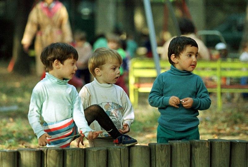 Oficialii români recunosc: Copiii abandonaţi de la naştere în orfelinate au