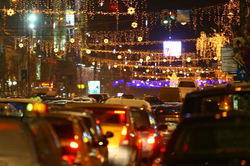 Aproape trei milioane de beculeţe pentru sărbătorile de iarnă vor fi aprinse vineri în Bucureşti