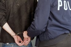 Cei trei medici de la Spitalul Târgu Cărbuneşti, prinşi în flagrant luând mită de la o pacientă pentru a-i face cezariană, au fost arestaţi