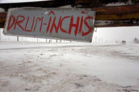 CNADNR a închis primul drum naţional din cauza ninsorilor şi a viscolului