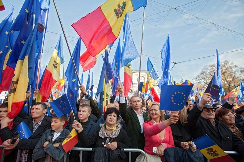 SONDAJ peste Prut: 52% din populaţia Republicii Moldova vrea unirea cu România