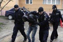 Cinci israelieni şi un apropiat al lui Gigi Becali, judecaţi într-un dosar de şantaj şi tâlhărie. Cum îşi obligau victimele să le dea bani