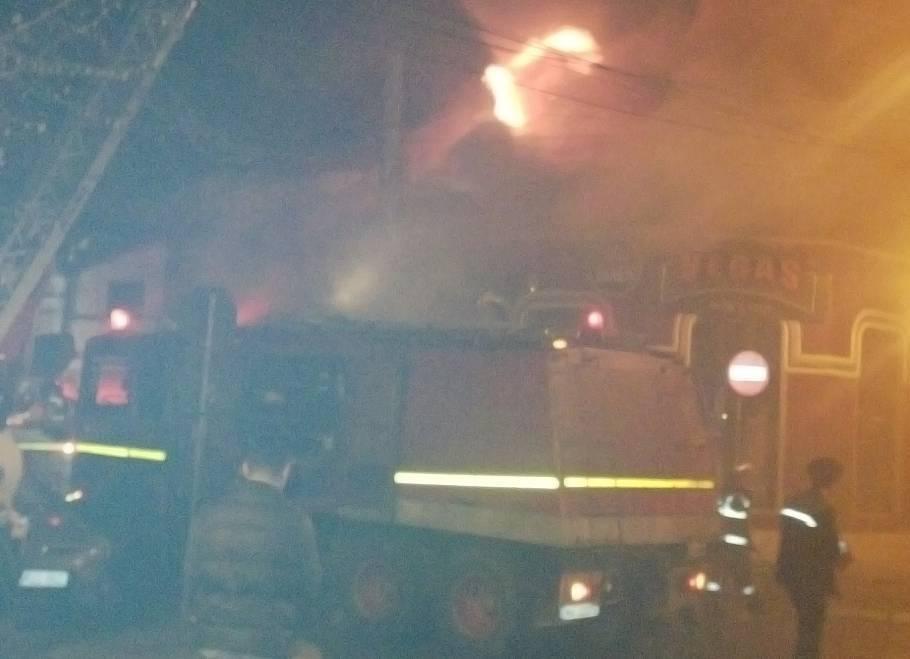 Trei tinere au ars de vii într-un incendiu puternic care a cuprins un restaurant din Constanţa. Alte patru persoane au ajuns la spital cu arsuri - GALERIE FOTO