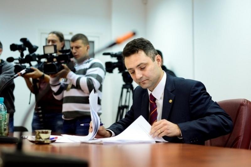 Procurorul general Tiberiu Niţu ar fi vrut un Cod Penal care-l favorizează pe Voiculescu. Ce spune Curtea Constituţională