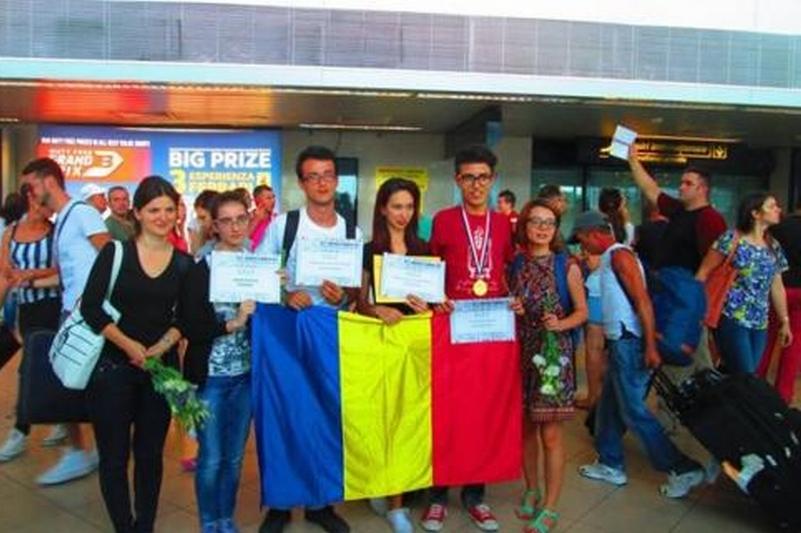Un elev din Craiova a luat o medalie de aur la Olimpiadă, la o materie care nici măcar nu se studiază în România
