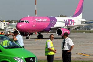 Un avion al Wizz Air, care trebuia să zboare spre Bucureşti, blocat 12 ore pe un aeroport din Italia