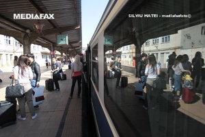 """Cât te costă SĂ ÎNCHIRIEZI un tren de la CFR. Până acum, au fost închiriate 16 trenuri, """"toate în scop turistic"""""""
