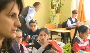 """Surpriză pentru aceşti elevii din Bacău în prima zi de şcoală. Când au ajuns cu ghiozdanele acasă, unii părinţi au luat foc: """"Pentru ce au făcut asta?!"""""""