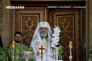 O mie de buzoieni au aşteptat racla cu moaştele Sfinţilor Martiri Brâncoveni, adusă de PF Daniel