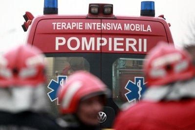 Accident grav pe DN 1. Un tânăr a murit, iar o fată a fost grav rănită, după ce au plonjat cu maşina în râul Prahova