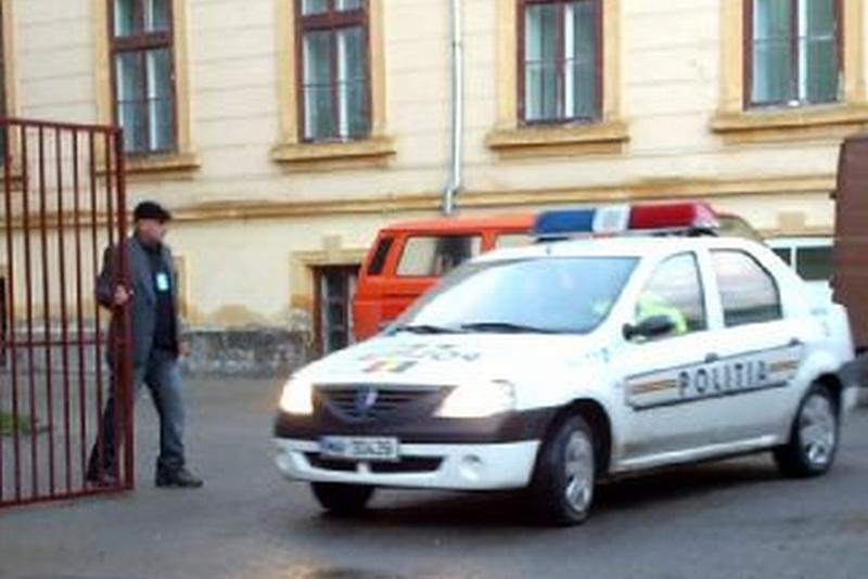 Elev MORT după ce a căzut în fosa septică a şcolii, în Vâlcea