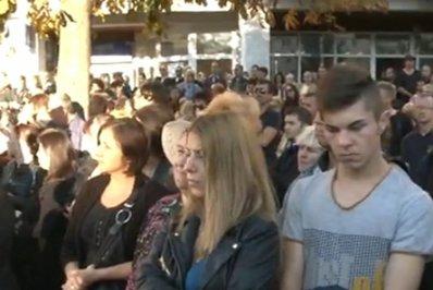 400 de oameni în stradă la Câmpina, după TRAGEDIA rutieră provocată de sinucigaşul de pe DN1
