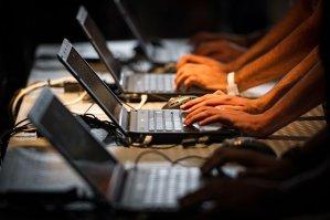 CSAT decide ca Guvernul să introducă în şcoli pregătirea obligatorie privind securitatea cibernetică