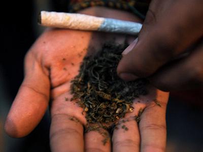 A aparut o tigara LETALĂ din etnobotanice. Avertismentul unuia dintre cei mai cunoscuti doctori din Rom�nia