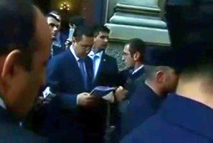 Victor Ponta, HUIDUIT la Madrid: ''Demisia şi pleacă acasă!''. REACŢIA premierului