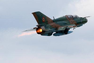 Incident aviatic cu un avion al Armatei Române: rezervoarele suplimentare ale unui MiG-21 s-au desprins de avion