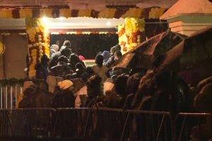 Sute de credincioşi au stat la coadă azi noapte pe Dealul Mitropoliei, în ninsoare, pentru a ajunge la moaştele Sf. Dimitrie
