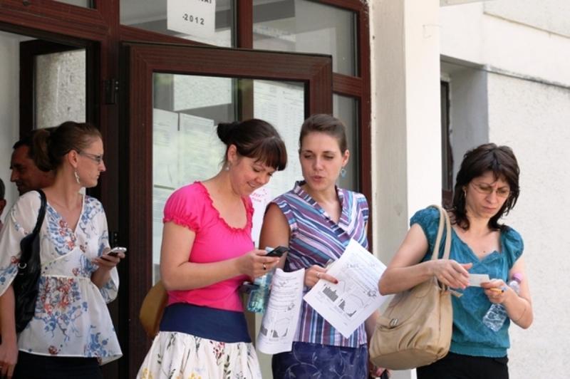"""O profesoară din Ploieşti refuză cei 150 de euro daţi de Ministerul Educaţiei: """"Nu am de ce să-i iau pentru că e mită electorală"""" UPDATE"""