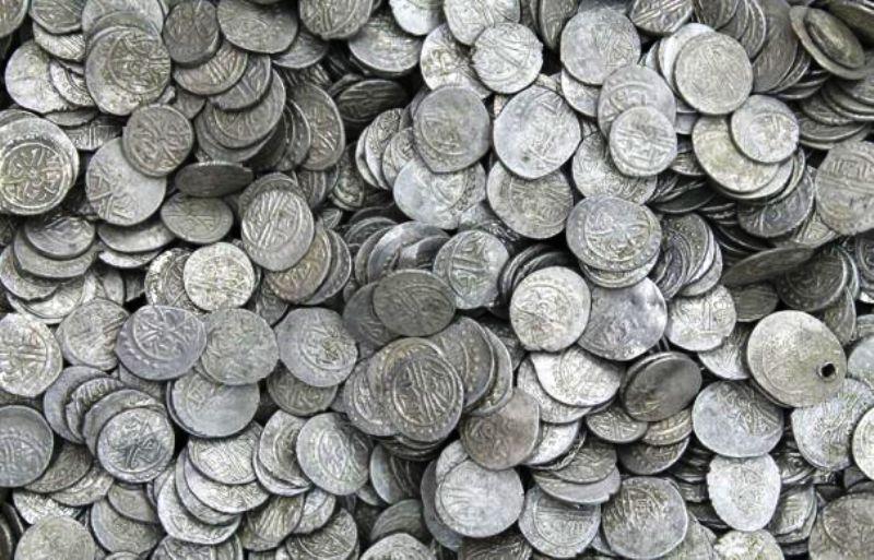 Sute de monede antice, descoperite �n urma perchezitiilor la persoane suspectate de trafic cu bunuri arheologice