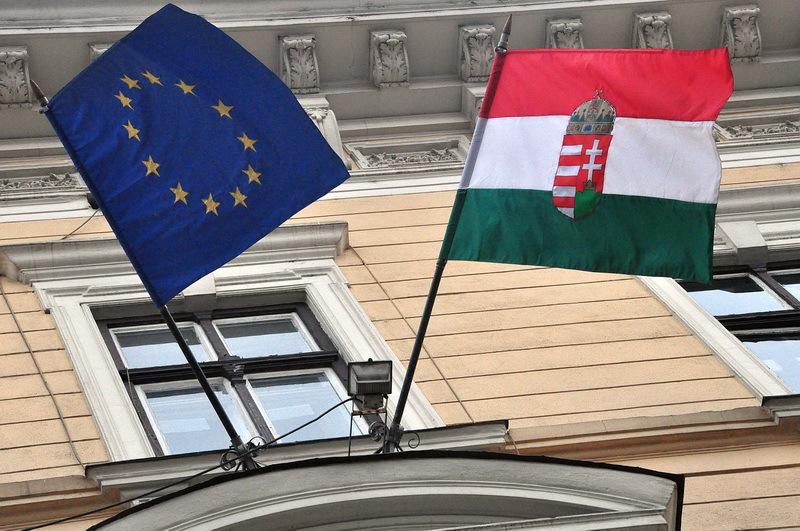 Consulatul Ungariei din Cluj face campanie pentru ca maghiarii sa ceara dubla cetatenie