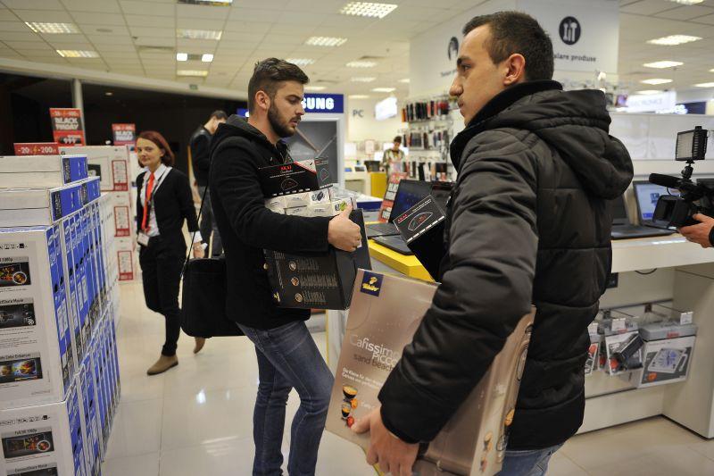 Black Friday 2014. Vânzări record pentru eMAG, evoMAG şi Oktal în prima zi de oferte. Care a fost cel mai scump produs vândut vreodată online în România